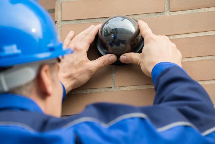 4 vantagens de instalar câmeras de segurança com um profissional de confiança
